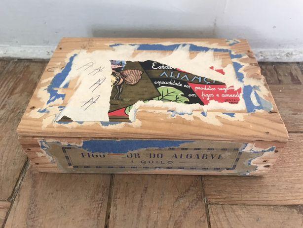 Caixa de madeira antiga - Figos de Tavira