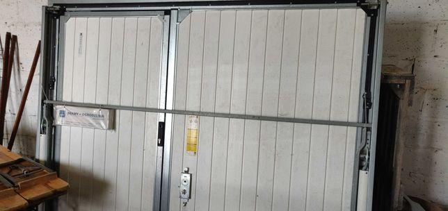 Brama uchylna - model KOMFORT. Sterowanie ręczne.