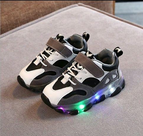Стильные кроссовки с led подсветкой на липучке