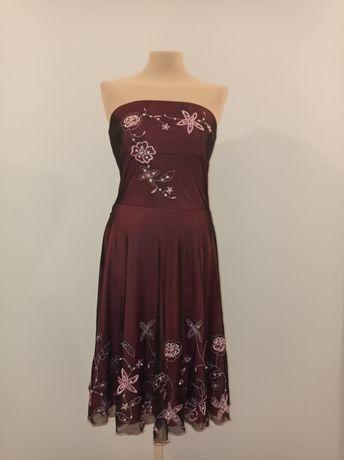 Sukienka weselna z pięknymi aplikacjami