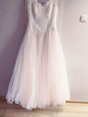 Suknia ślubna szyta na miarę w odcieniu morelowym