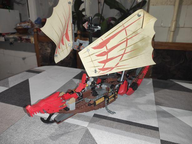 Летучий корабль лего Ниндзяго