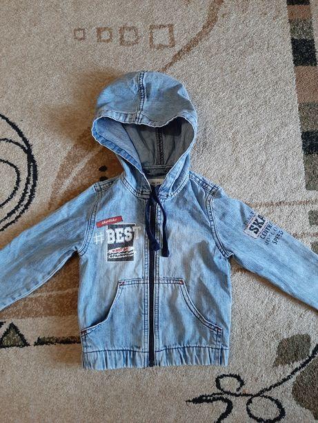 Продам джинсовую куртку на мальчика
