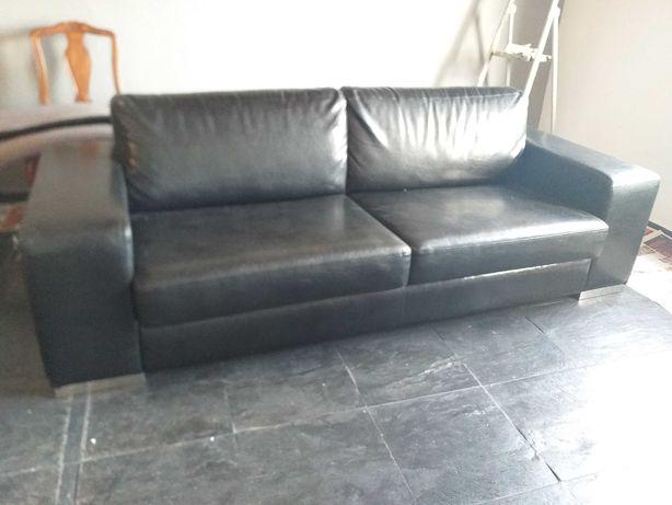 Sofá moderno, confortável - Como novo!