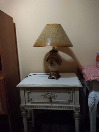 Piękna lampa na komodę do salonu