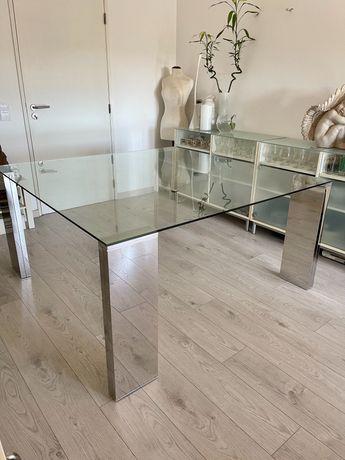 Mesa de sala de jantar quadrada com tampo em vidro