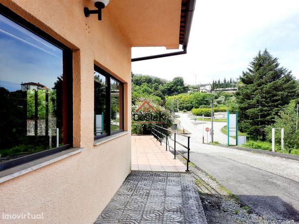 Moradia, restaurante, oficina para venda em Vouzela