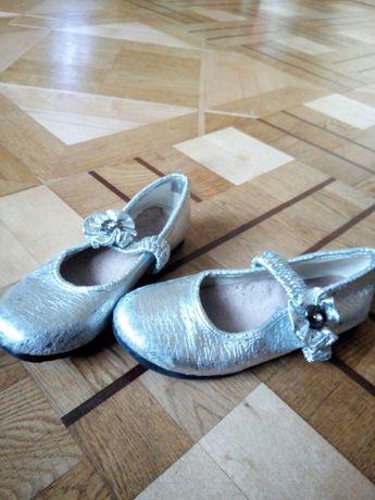 Взуття для дівчинки