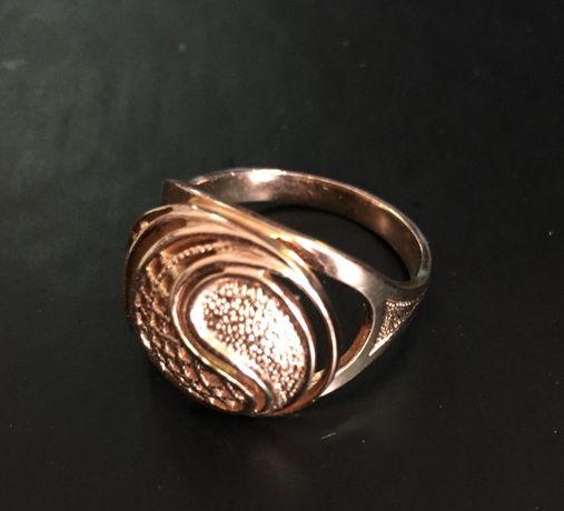 Золота каблучка 585 проба (5,21 гр) розмір 19