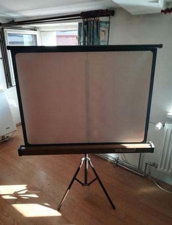 Ekran projekcyjny ARCTURA