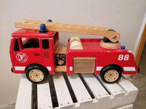 Большая деревянная пожарная машина