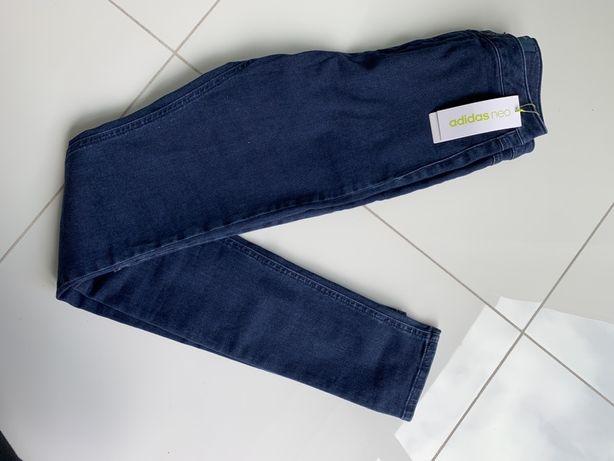 Jeansy Adidas Neo, dlugie nogawki