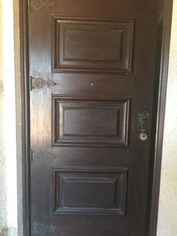 Porta c/ fechadura segurança-maciça de sucupira com ferragens