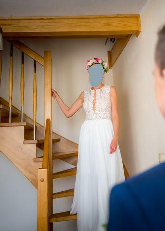 Suknia ślubna z muślinowym dołem
