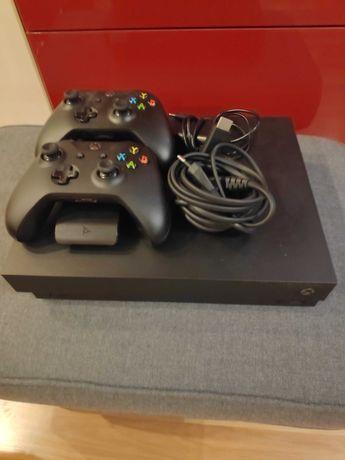 Xbox one x, dwa pady + stacja dokująca