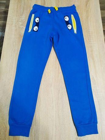 25Dziecięce spodnie dresowe + longsleeve. Super cena !!