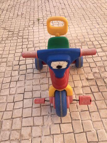 Triciclo com pega