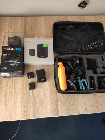 Gopro hero 5 black, ładowarka, 2 baterie + akcesoria