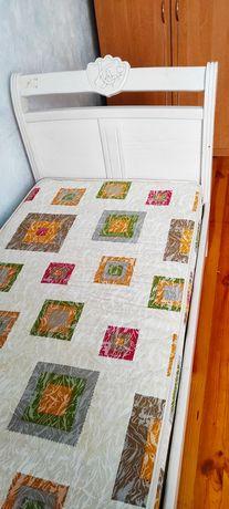 Кровать с натурального дерева с матрасом и бортиками