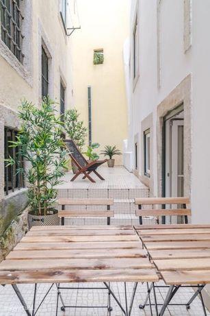 Apartamento Alfama - T1 com pátio privativo - Mobilado e equipado