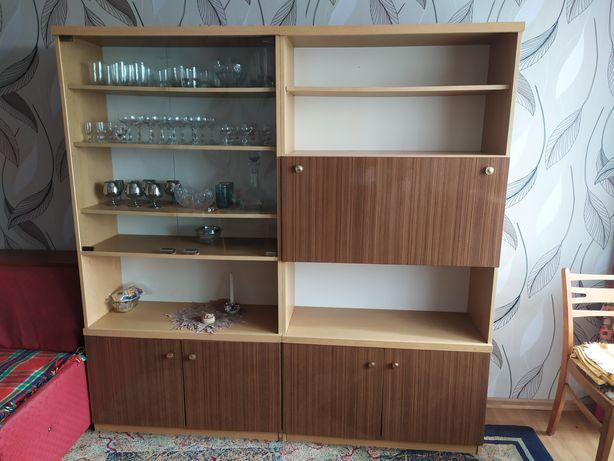 Meble; regał, szafa, szafki, półki