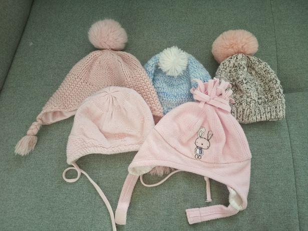 Zestaw zimowych czapeczek dla dziewczynki r. 6-12 m-cy