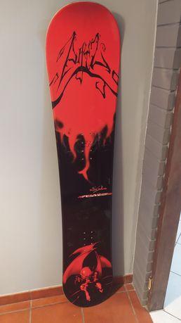 Deska snowboardowa 157cm