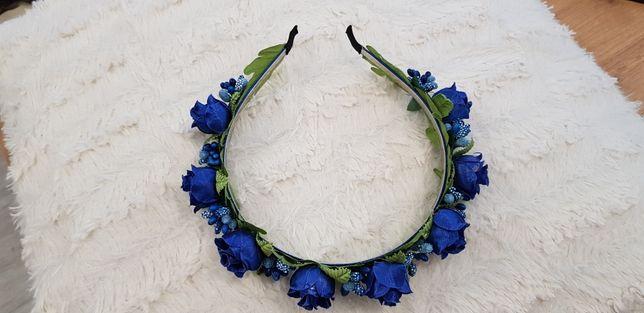 Opaska niebieskie kwiatki z zielonymi listkami