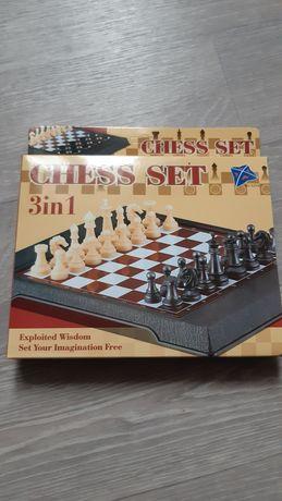 Продам шахматы шашки магнитные