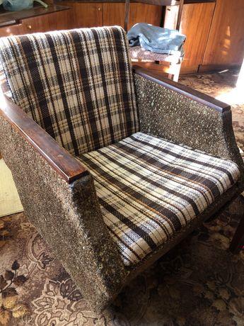Ліжко диван і 2 мякі крісла