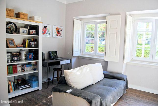 Apartamento T2 totalmente reabilitado, em prédio de charme