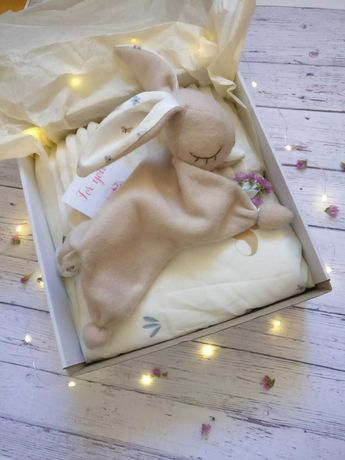 Одеялко плюш + Зайка комфортер (подарочный набор)