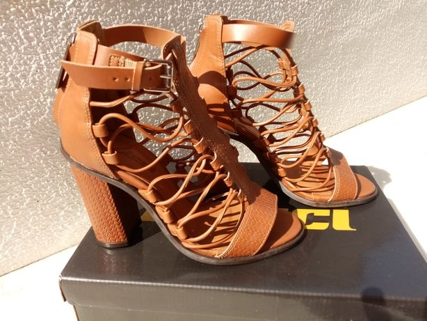 Sandálias Colcci novas tamanho 36