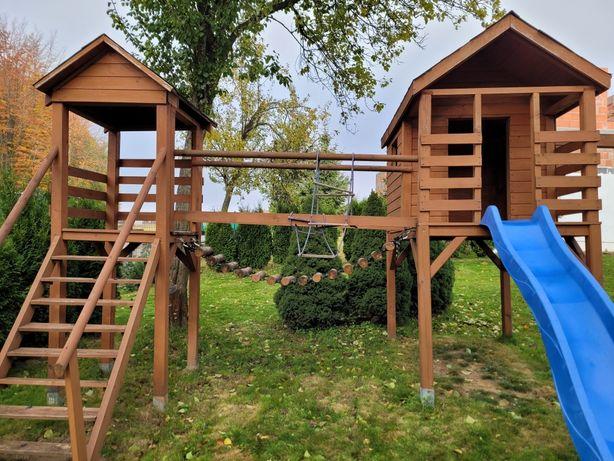 Plac zabaw domek drewniany