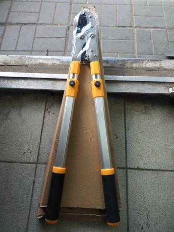Ножницы садовые кусторез с телескопической ручкой.