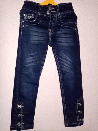 Крутецкие оригинальные джинсы со стразами на 4-5 лет.