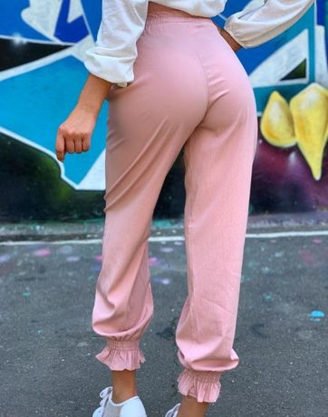 Женские штаны кюлоты подойдут под женский клатч