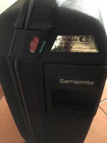 Mala Samsonite rígida com código de segurança