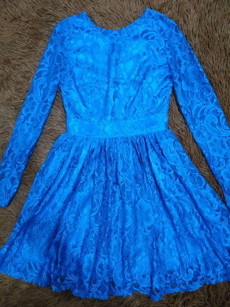 Вечернее кружевное платье.