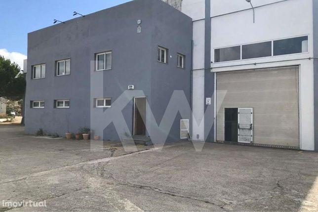 Investimento - Edificio Industrial e de Escritórios