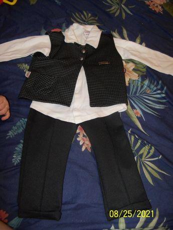 костюм модный + рубашки.