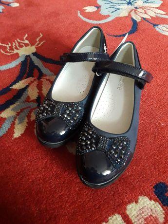 Дитячі нарядні туфлі