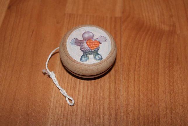 Io-iô de madeira - Brinquedo educativo - Com boneco e coração