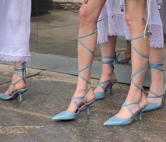 Туфли, босоножки на завязках