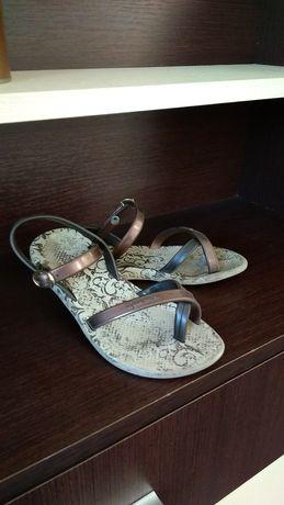 Шльопанці - сандалі фірми Ipanema