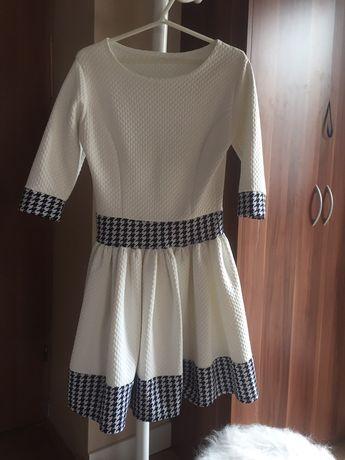 Sukienka biała popitka rozkloszowana