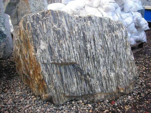 gnejs kamienie głazy kamień kora kamienna granit grys serpentynit żwir