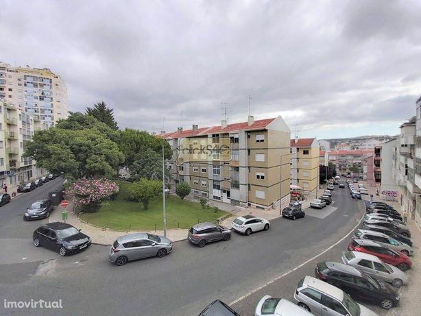 Apartamento T3 Odivelas Centro com Arrecadação a 500 metr...