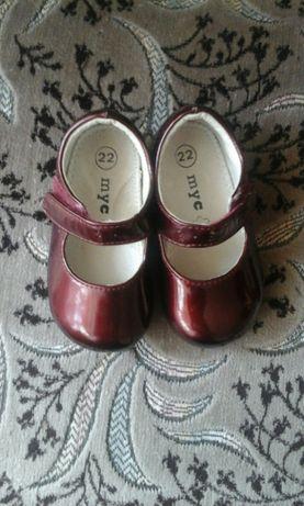 Шкіряні туфельки для принцеси