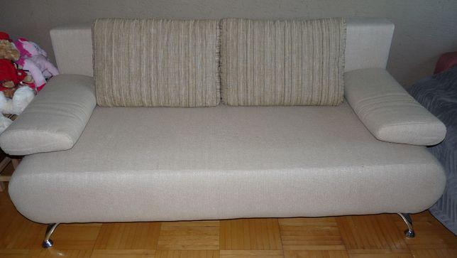Sofa rozkładana z poduszkami